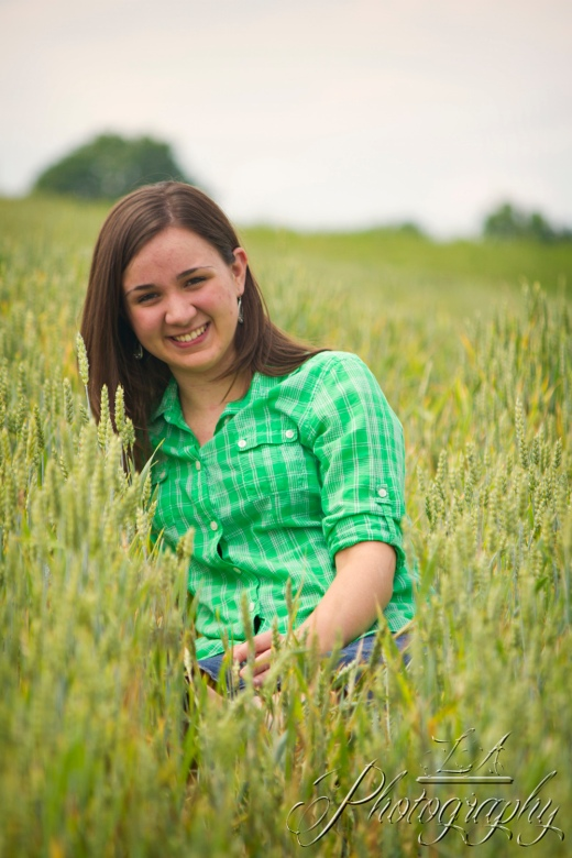 senior picture, green plaid, field