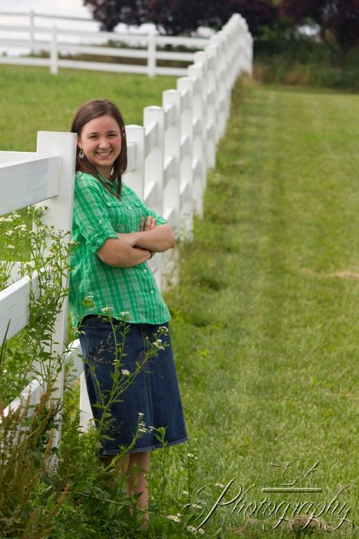 senior picture, green plaid, white fence